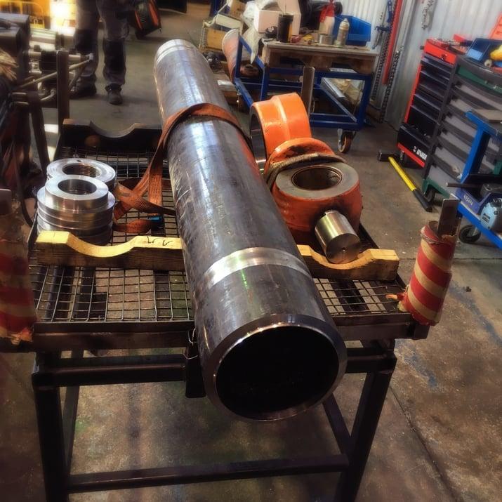 Hydraulisylinterin putken korjaus