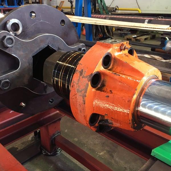 Turvallinen hydraulisylinterin korjaus