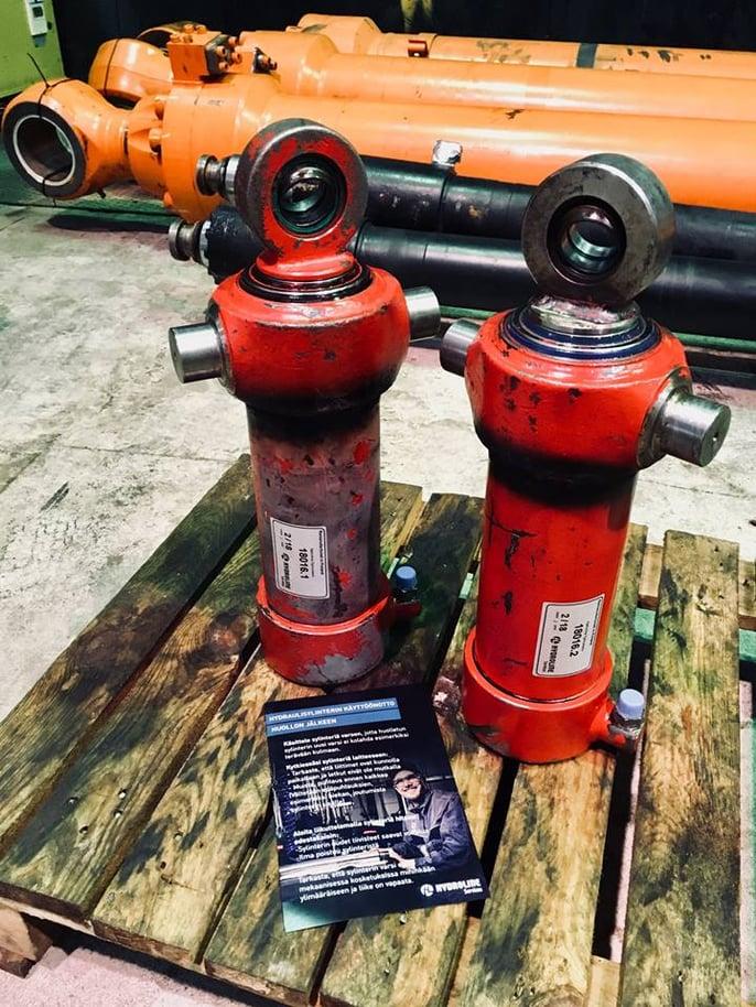 Hydraulisylintereiden käyttöönotto huollon jälkeen